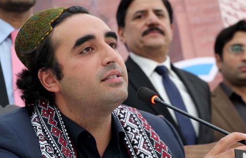 پاکستان پیپلز پارٹی کے چیئرمین بلاول بھٹو زرداری نے کہا ہے کہ پی ٹی آئی کی سلیکٹڈ حکومت نے اپنے سیاسی مخالفین کو بغیر کسی ثبوت جیلوں میں ڈالا ہوا ہے