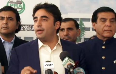 چیئرمین   پاکستان پیپلزپارٹی بلاول بھٹو زرداری نے کہا ہے کہ صدر آصف علی زرداری سے ملاقات میں عدالت کے حکم پر عمل نہیں ہو رہا