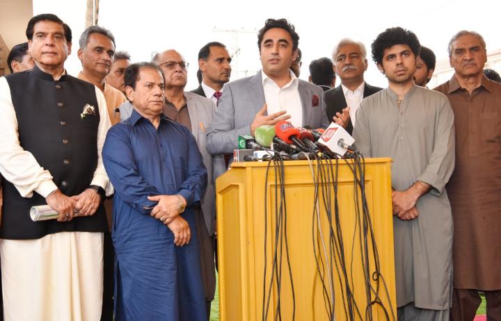 پاکستان پیپلز پارٹی کے چیئرمین بلاول بھٹو زرداری نے وزیراعظم عمران خان کی جانب سے اعلان کردہ ریلیف پیکیج کو ناکافی قرار دیتے ہوئے کہا ہے