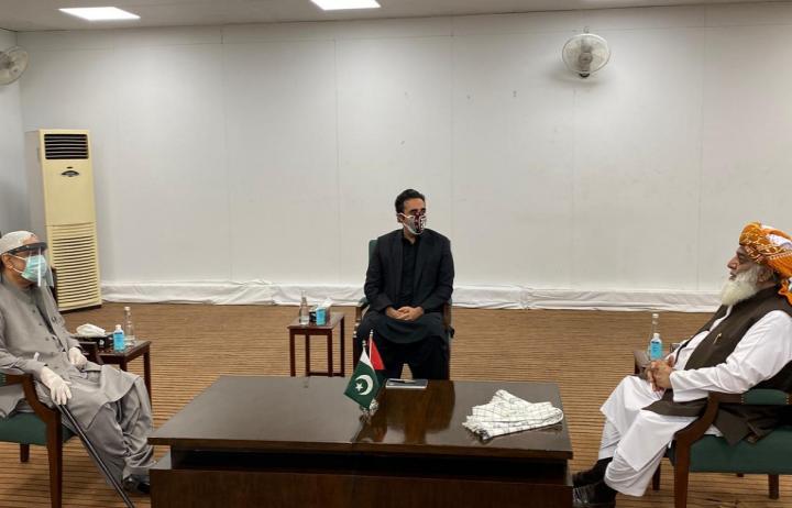 سابق صدر آصف علی زرداری اور چیئرمین پی پی پی بلاول بھٹو زرداری سے مولانا فضل الرحمان کی ملاقات