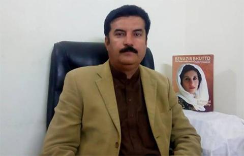 قومی اسمبلی کے سابق ڈپٹی اسپیکرفیصل کریم کنڈی نے کہا ہے کہ کل قومی اسمبلی اور گوجرانوالہ میں عمران نیازی کی سیاسی پٹائی کے بعد زلفی بخاری، شبلی فراز اور شہباز گل کا گھبرانا بنتا تھا۔