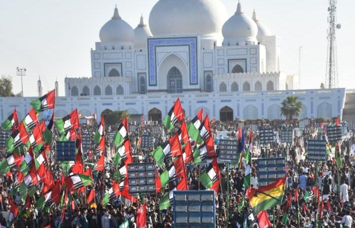 پاکستان پیپلز پارٹی کے چیئرمین بلاول بھٹو زرداری نے کہا ہے کہ اگر 31 جنوری تک عمران خان نے استعیفیٰ نہ دیا تو لامگ مارچ ہوگا