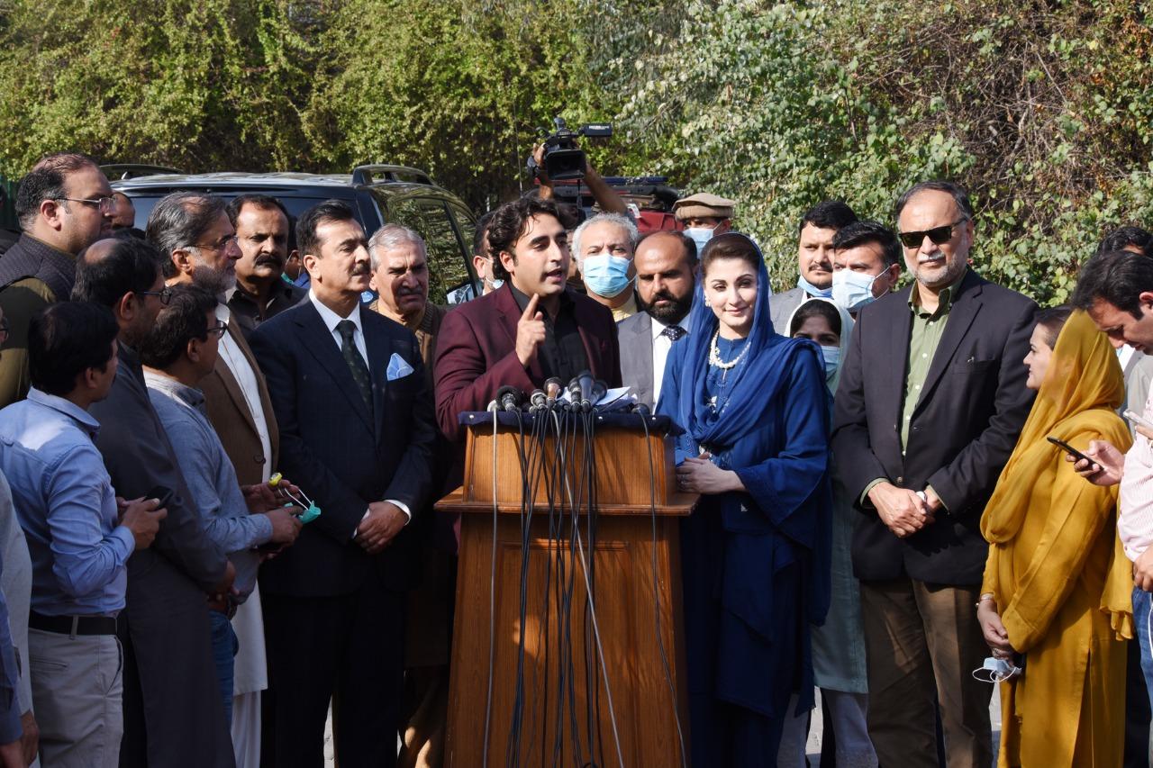 پاکستان پیپلزپارٹی کے ایک وفد نے پارٹی چیئرمین بلاول بھٹو زرداری کی قیادت میں مسلم لیگ ن کی نائب صدر مریم نواز سے ملاقات کی۔ اس ملاقات کے بعد صحافیوں سے گفتگو کرتے ہوئے